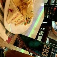 6/30/2016 tarihinde Christine L.ziyaretçi tarafından CafeFrance'de çekilen fotoğraf