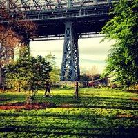5/17/2013 tarihinde Luis S.ziyaretçi tarafından East River Park'de çekilen fotoğraf