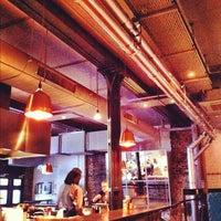 รูปภาพถ่ายที่ Ozone Coffee Roasters โดย james b. เมื่อ 10/29/2012