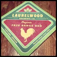 Снимок сделан в Laurelwood Public House & Brewery пользователем Erin 12/19/2012