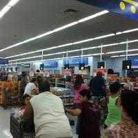 Photo prise au Walmart Supercenter par James A le8/17/2013