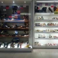54a3e31bf ... Foto tirada no(a) Mundial Calçados por Felipe S. em 3/2
