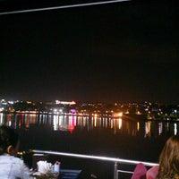 7/1/2013 tarihinde Gökhan A.ziyaretçi tarafından Mavi Haliç Cafe'de çekilen fotoğraf
