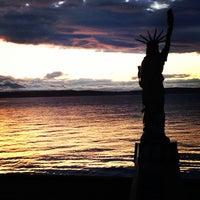 5/27/2013 tarihinde Forrest K.ziyaretçi tarafından Alki Beach Park'de çekilen fotoğraf