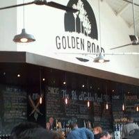 1/29/2013 tarihinde Theresa T.ziyaretçi tarafından Golden Road Brewing'de çekilen fotoğraf