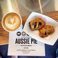 6/22/2014 tarihinde Chenyuziyaretçi tarafından Fork-In Aussie Pie Kitchen, Santa Monica'de çekilen fotoğraf