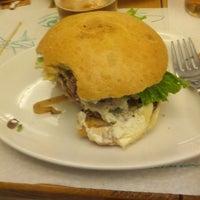 2/27/2013에 Fernando G.님이 La Castanya Gourmet Burger에서 찍은 사진