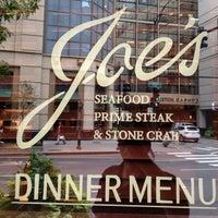 9/22/2012 tarihinde Travel J.ziyaretçi tarafından Joe's Seafood, Prime Steak & Stone Crab'de çekilen fotoğraf
