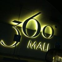 Foto tomada en 360° Mall por Hamad A. el 10/17/2012
