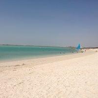 Photo prise au Yas Beach / شاطئ ياس par Falah le3/22/2013