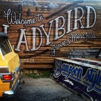Foto scattata a Ladybird Grove & Mess Hall da Kimberly K. il 9/19/2014