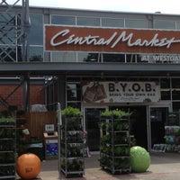 Foto scattata a Central Market da MattersOfGrey.com il 4/13/2013