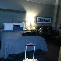 รูปภาพถ่ายที่ Magnolia Hotel โดย Capi K. เมื่อ 12/14/2012