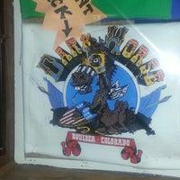 Das Foto wurde bei World Famous Dark Horse Bar & Grill von Carla A. am 11/4/2012 aufgenommen