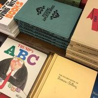 5/11/2018에 Sarah님이 Rizzoli Bookstore에서 찍은 사진
