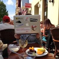 Foto diambil di Cafe Esquina oleh Toby pada 5/5/2013