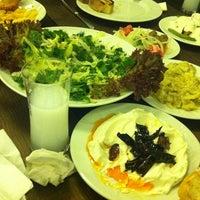Foto tirada no(a) Muzom Restoran por Bülent Ö. em 11/10/2012
