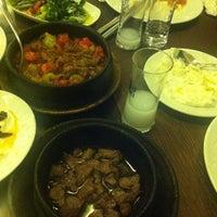 Foto tirada no(a) Muzom Restoran por Bülent Ö. em 11/17/2012