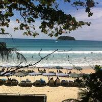 Das Foto wurde bei Kata Beach Resort & Spa von Roman L. am 11/1/2012 aufgenommen