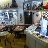 Das Foto wurde bei Il Vicino Pizzeria von alev y. am 8/15/2013 aufgenommen
