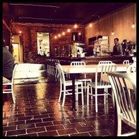 11/26/2012 tarihinde Fo K.ziyaretçi tarafından Eighth & Roast'de çekilen fotoğraf