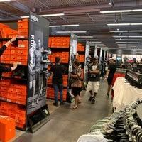 Talla Alboroto de nuevo  Nike Factory Store - International Gateway of The Americas - 20 tips from  3143 visitors