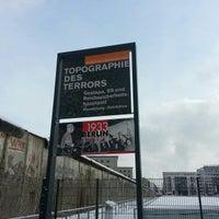 Das Foto wurde bei Baudenkmal Berliner Mauer von Celina Martins (. am 3/12/2013 aufgenommen