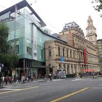 Foto tirada no(a) Melbourne's GPO por Charmian N. em 1/4/2014