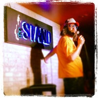 Photo prise au The Stand Restaurant & Comedy Club par Fredrik L. le6/14/2013
