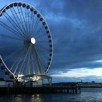 Das Foto wurde bei The Seattle Great Wheel von J.P. S. am 6/26/2013 aufgenommen