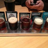 Foto tirada no(a) Ninkasi Brewing Tasting Room por Katelynn em 1/30/2013