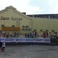 10/15/2011にWilliam L.がJalan Sultan Car Parkで撮った写真