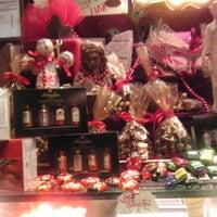 Foto tomada en J'adore Chocolatier por Didem A. el 10/18/2012