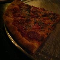 Foto scattata a Apollonias Pizzeria da Vegas and Food il 8/15/2014