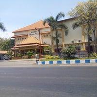 Foto scattata a Bromo View Hotel & Restaurant da Yahudha C. il 11/4/2014