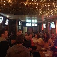 Foto tomada en Lottie's Pub por Maggie K. el 12/16/2012