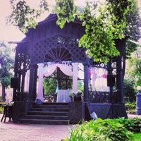 รูปภาพถ่ายที่ Hermitage Garden โดย Maksim C. เมื่อ 6/8/2013