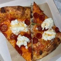 Foto scattata a Apollonia's Pizzeria da Jenny T. il 2/21/2021