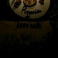 Foto tirada no(a) Dona Rosa Pizzaria por Gabriel em 10/24/2014