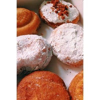 Foto scattata a Beiler's Doughnuts da Vivian N. il 3/4/2014