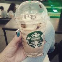 Foto tirada no(a) Starbucks por Marcelle B. em 3/13/2015