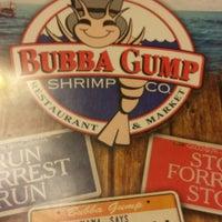 Foto diambil di Bubba Gump Shrimp Co. oleh Cindy C. pada 5/27/2013