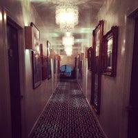 Снимок сделан в Crescent Hotel Beverly Hills пользователем Christopher Prince B. 10/24/2013