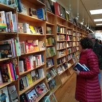 Foto tirada no(a) BookCourt por Peter H. em 3/24/2013