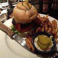 Foto scattata a Ike's Food & Cocktails da Gary il 2/21/2013