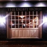 รูปภาพถ่ายที่ The Light Horse โดย Wicaksono A. เมื่อ 12/7/2014