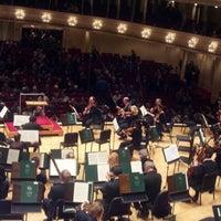 Foto tomada en Symphony Center (Chicago Symphony Orchestra) por Larry M. el 11/30/2012