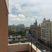 รูปภาพถ่ายที่ Casual Valencia Vintage โดย Javier E. เมื่อ 6/25/2016
