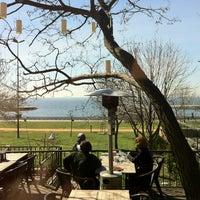 3/6/2013 tarihinde Suleziyaretçi tarafından Vakıf Tenis Cafe'de çekilen fotoğraf