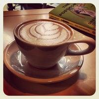 9/30/2012 tarihinde Dustin B.ziyaretçi tarafından Condesa Coffee'de çekilen fotoğraf